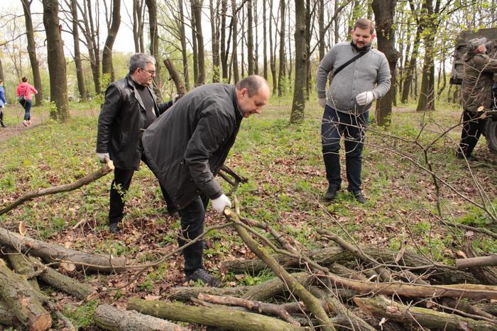 У Луцьку влаштували масове прибирання (ФОТО), фото-32