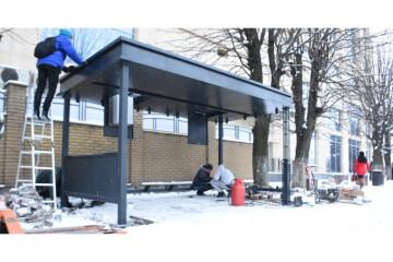 "Installation of the first ""smart"" bus stop in Lutsk has begun"