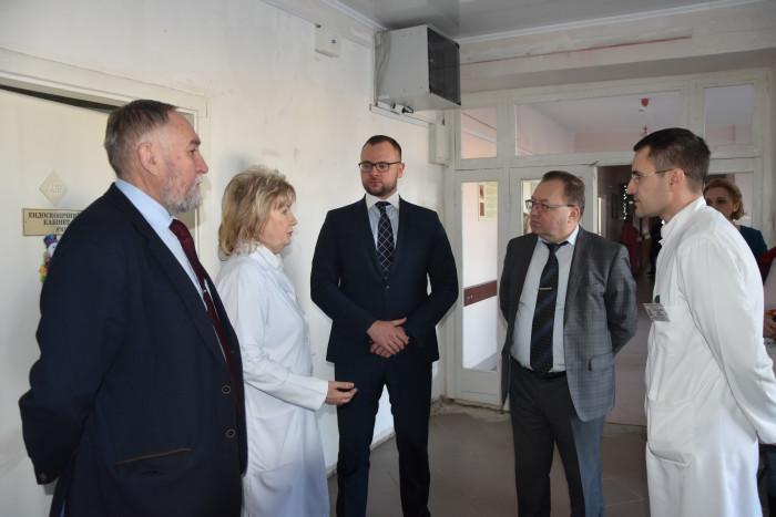 Керівники міста оглянули нещодавно відремонтоване хірургічне відділення міської клінічної лікарні