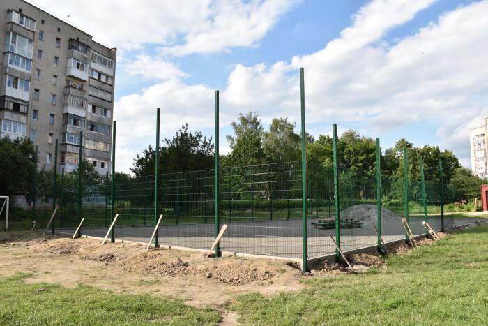 Незабаром у Луцьку збудують ще один спортивний майданчик зі штучним покриттям
