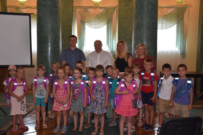 """Діти з сімей учасників АТО, а також  діти, батьки яких загинули на Сході України отримали шкільне приладдя в рамках акції """"Скоро до школи"""""""