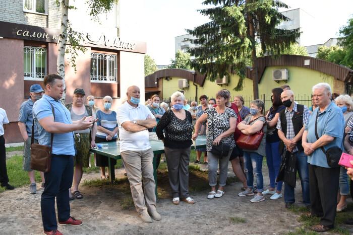 Мешканцям багатоповерхівок на проспекті Молоді розповіли про переваги встановлення індивідуальних теплових пунктів