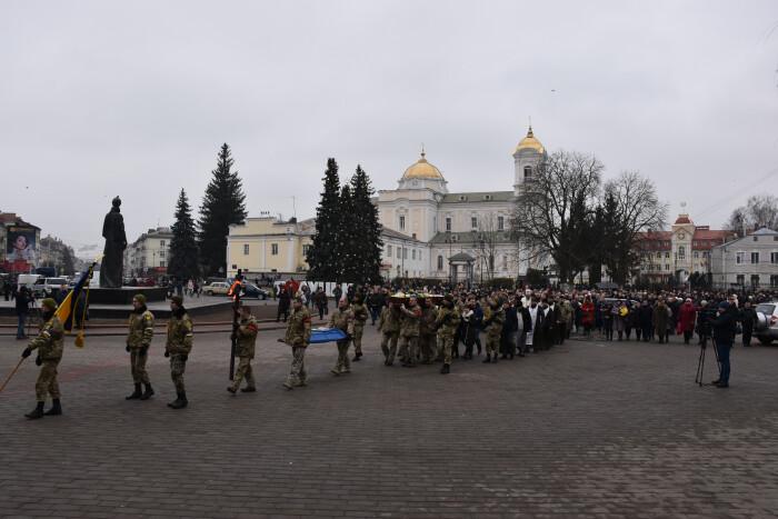 У Луцьку відбулась церемонія прощання із загиблим бійцем Миколою Сорочуком