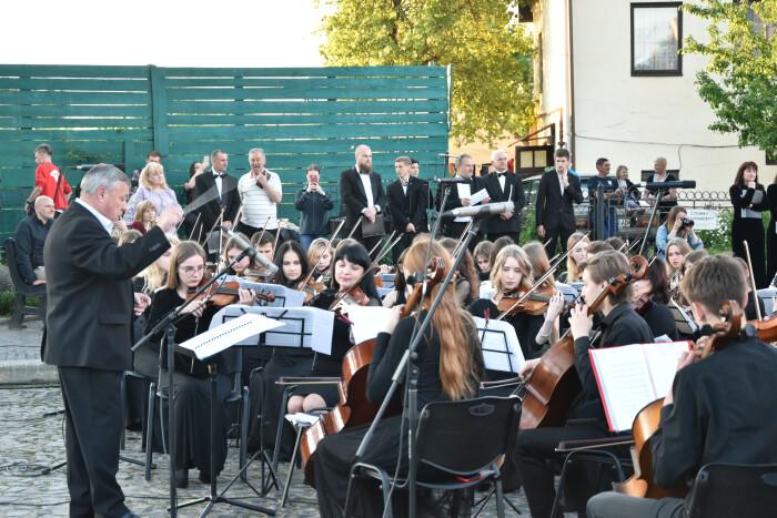 Лучани познайомилися із музикою міських вулиць під час арт-променаду «Так звучить Луцьк!»