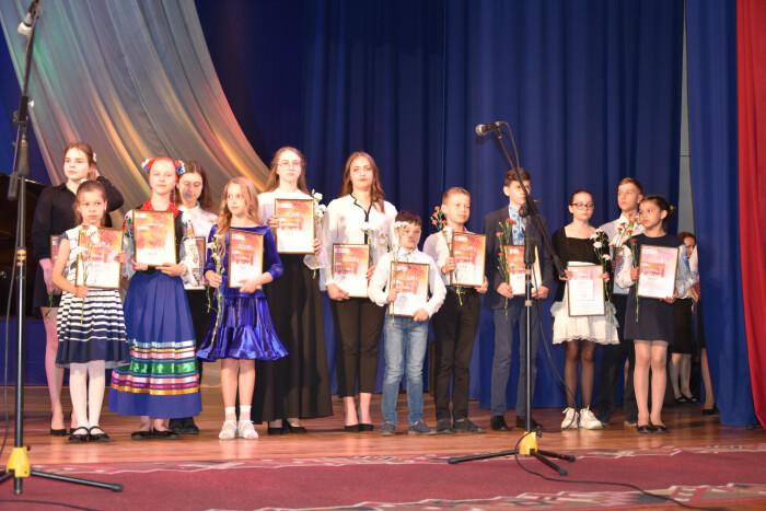 """Творчо обдарованих дітей нагородили під час мистецької акції """"Овація"""""""