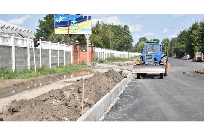У Луцьку продовжують ремонтувати дороги та пішохідні доріжки