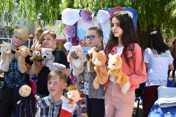 Пісенний конкурс та творчі майстер-класи: у центрі Луцька відзначають Міжнародний день захисту дітей