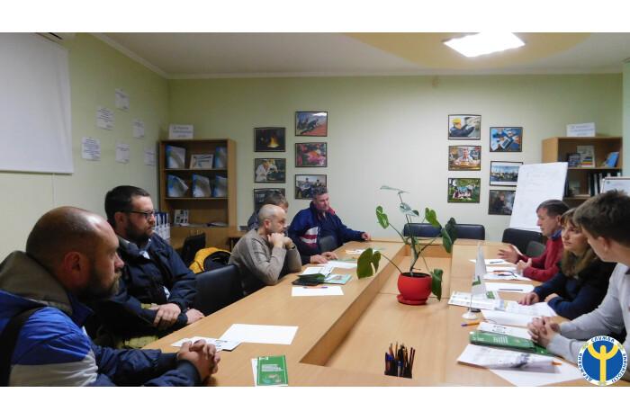 """Продовжуються засідання """"Клубу учасників АТО та членів їх сімей"""" у Луцькому міському центрі зайнятості"""