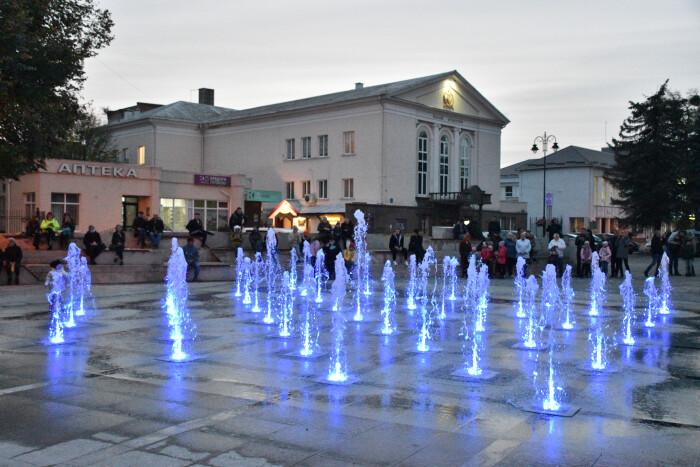 На Театральному майдані завершують благоустрій фонтану