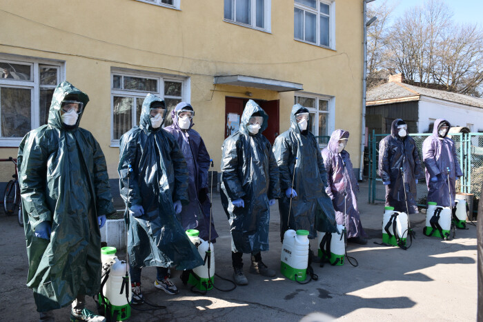 У Луцьку проводять дезінфекцію під'їздів багатоквартирних будинків