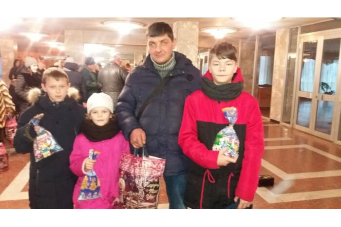 40 сімей, які опинилися у складних життєвих обставинах, отримали  подарунки