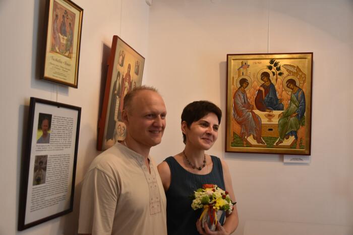 """У Луцьку відкрили виставку """"Вічне"""". Іконопис Тетяни та Сергія Омельченків"""