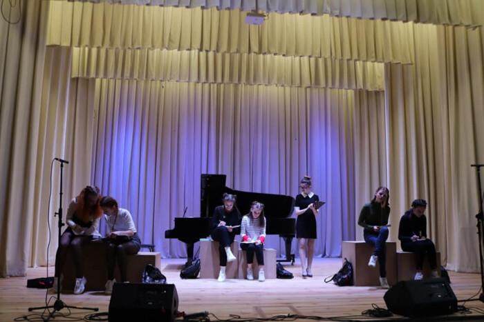 Артисти з Авдіївки презентували інтерактивну виставу у Луцьку