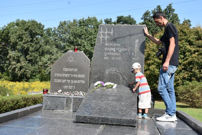 Лучани вшанували пам'ять жертв  Голокосту