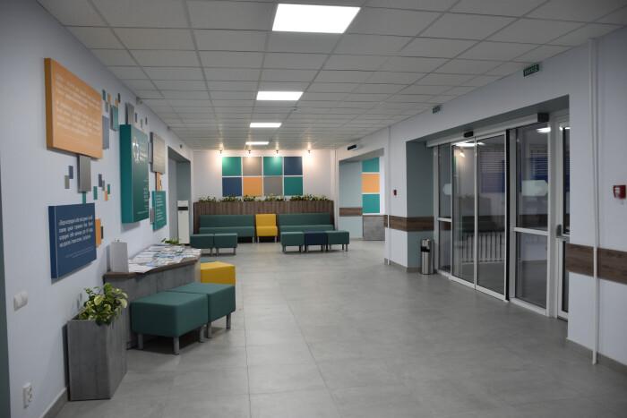 """У КП """"Луцький центр первинної медичної допомоги №2"""" капітально відремонтовано хол першого поверху"""