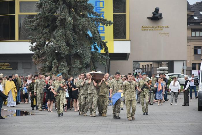 Лучани попрощалися з Георгієм Ольховським, який загинув від кулі снайпера на Донеччині