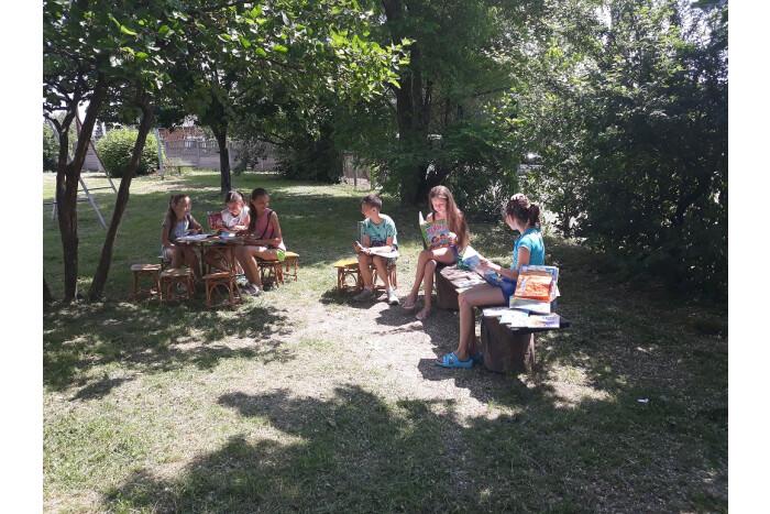 Бібліотечні заклади міста запрошують у літні читальні зали