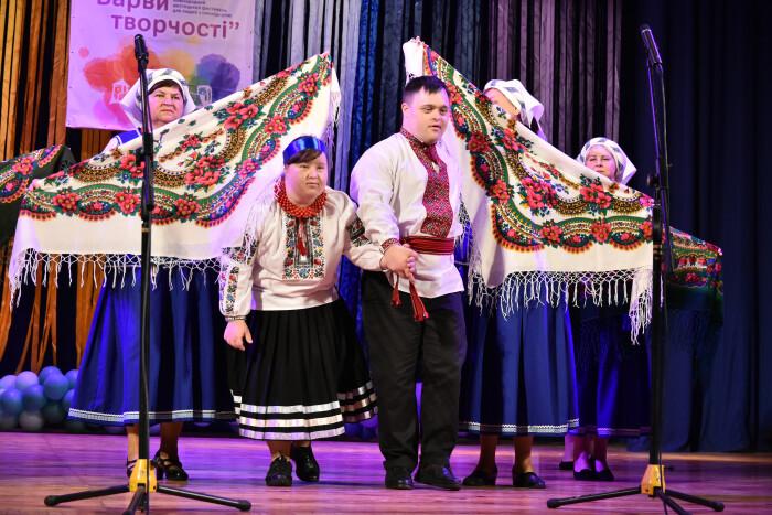 """У Луцьку розпочався міжнародний мистецький фестиваль для людей з інвалідністю """"Барви творчості"""""""