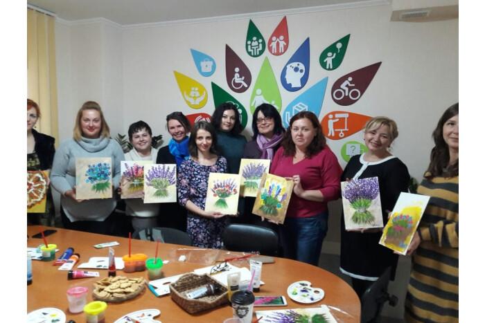 Представники громадських організацій по роботі з дітьми із особливими потребами взяли участь у арт-терапевтичному майстер-класі