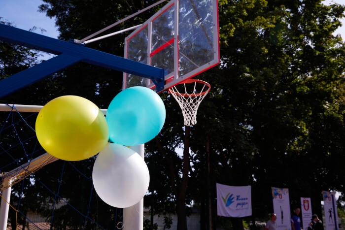 У Луцьку на вулиці Володимирській відкрили новий сучасний спортивний майданчик