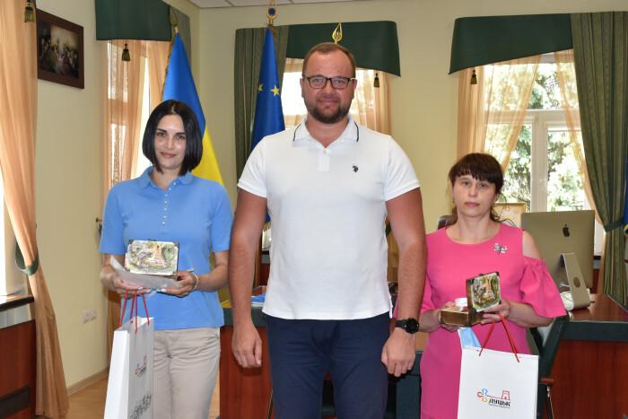 Міський голова Ігор Поліщук вручив ключі від квартири двом мешканцям нашої громади