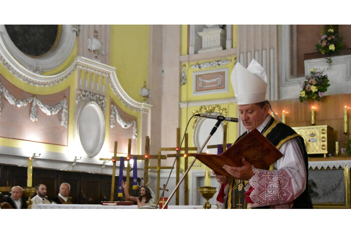 У соборі святих Петра і Павла вшанували жертв Волинської трагедії