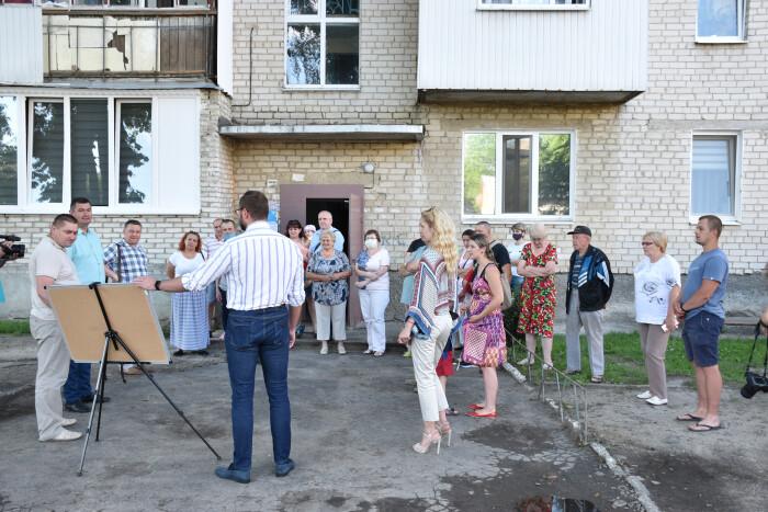 У Луцьку капітально відремонтують прибудинкові території на вулиці Січовій